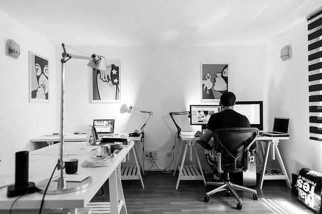 biuro-pracownik