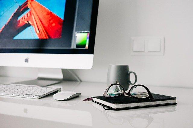rzeczy-na-biurku