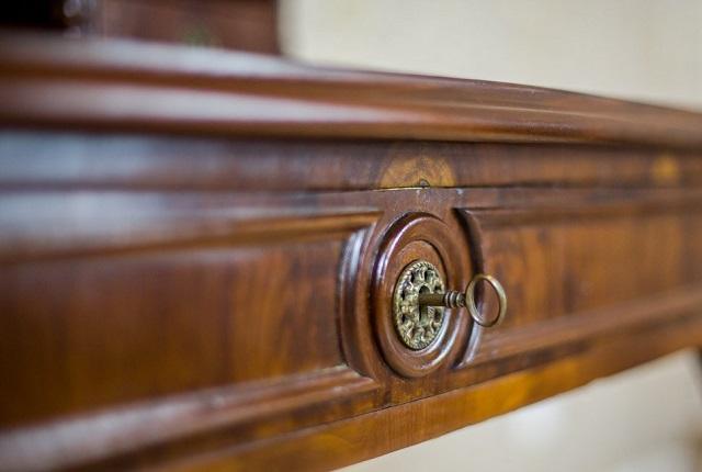 biurko-antyczne